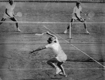 Bjorn Borg a du se sentir souvent un peu seul lors de sa campagne de Coupe Davis 1975.  Quiz : qui étaient ses adversaires ce jour-là ?