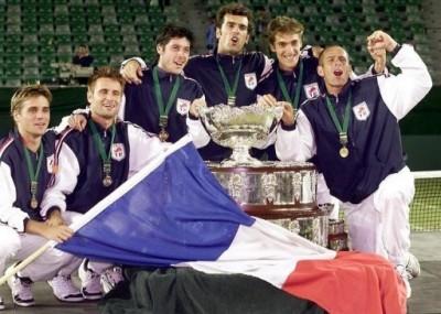 Tennis bleu-blanc-rouge (photo DR)