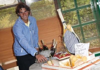 Rafa s'y connaît en célébration d'anniversaire : tous les ans, il souffle ses bougies en soulevant la Coupe de Roland-Garros