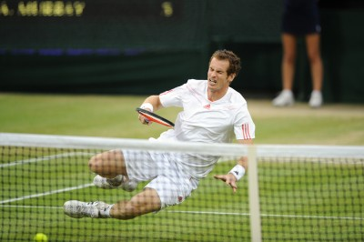 Andy-Murray-falls-during-Wimbledon-2012-finals