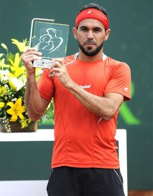 Profitez-en, c'est pas tous les jours qu'on voit un dominicain soulever un trophée de tennis