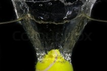 1919407-a-tennis-ball-is-dropped-into-water-in-front-of-black-background - Copie